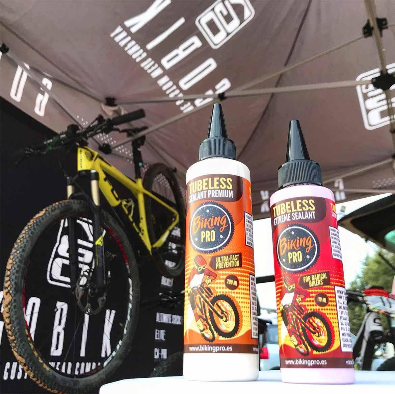 Repartimos botes de nuestro líquido sellante tubeless a muchos amantes de la mountain bike que participaron en la prueba